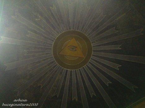 ochi si triunghi